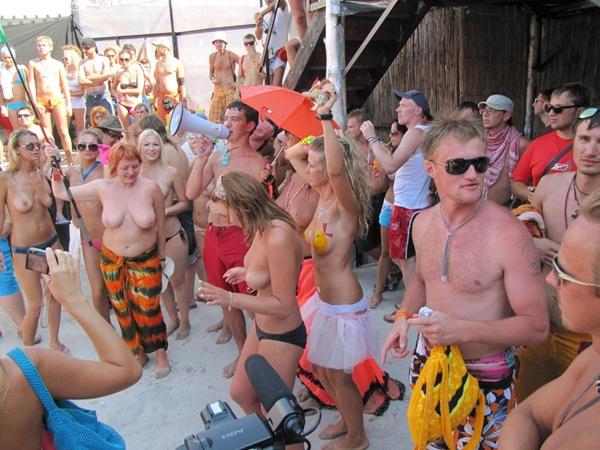 Pussy on Beach - Oral Sex Beach