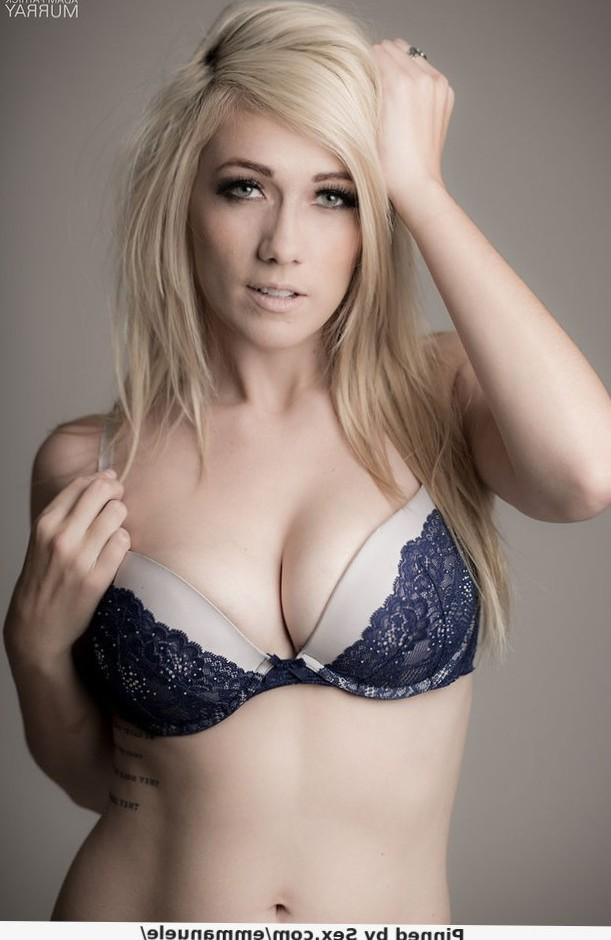 Big tits blonde in bra