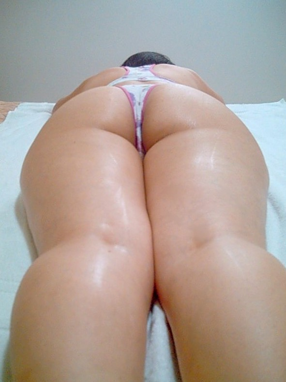 My curvy brazilian wife´s great ass for appreciation... enjoy