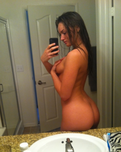Nude girl with nice ass and sideboob bathroom mirror selfshot