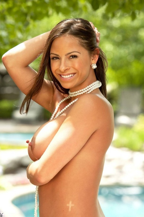Busty Carmella Anderson draped in a pearl necklace