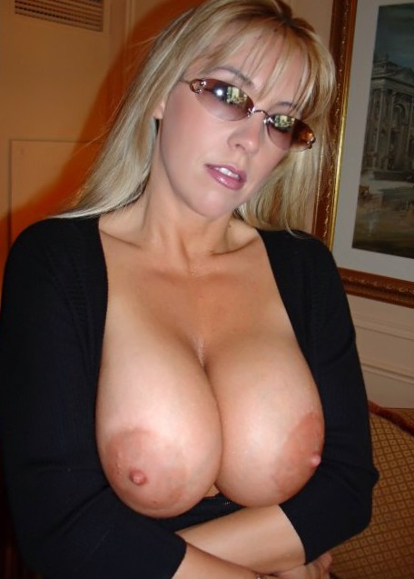 Busty amateur wife Sonia exposed