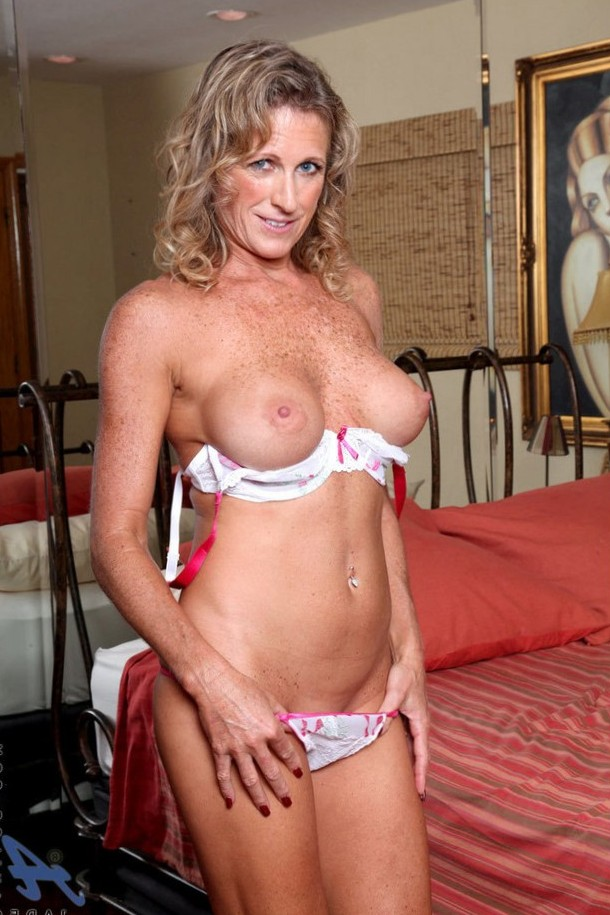 HOT freckled MILF showing her big boobs!
