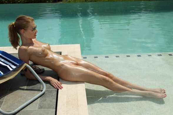 in gallery Outdoor Nudes #10 (Picture 7) uploaded by dafneydewitt
